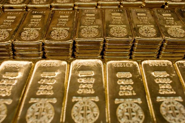 Gold Prices Fall Despite Softer Dollar