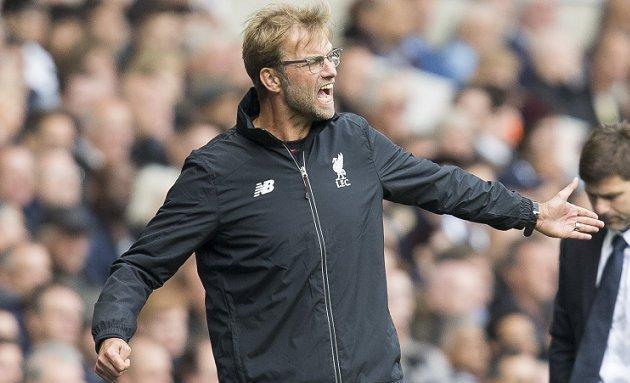 Man Utd boss Mourinho lifts lid on Klopp ref showdown: He was shouting at...