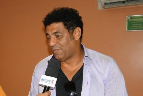 CHEIO DE CACHAÇA – Famoso cantor evangélico é flagrado embriagado em bar de Recife, diz site