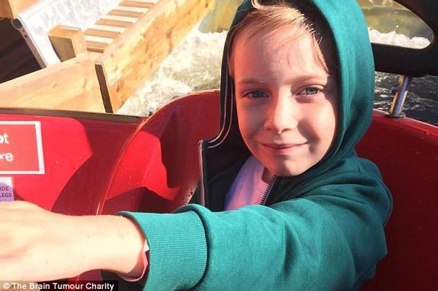 Menino de 7 anos desenhou um risco preto em sua testa, então o motivo assustador foi revelado no hospital