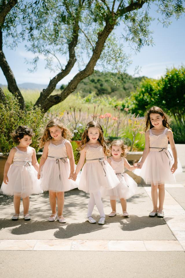 b04e2a996 11 Cute Flower Girl Dresses for Any Type of Wedding_国际_蛋蛋赞