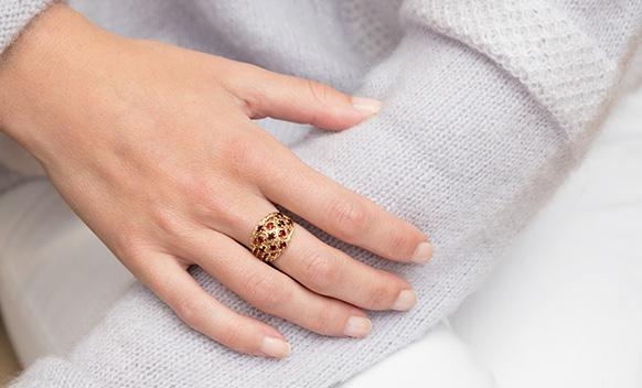 873e77c51af THE STORIES BEHIND OUR EDITORS  VINTAGE JEWELRY PIECES 国际 蛋蛋赞