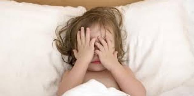 Menina de quatro anos reclama para mãe de dores nas partes íntimas e pai some após a denúncia