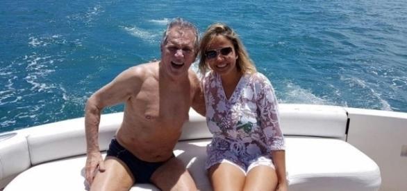 Aos 81 anos, Carlos Alberto namora mulher de 40 e afirma: 'Sou pegador'
