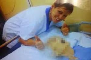 Enfermeira assassina faz chacota ao lado de pacientes mortos