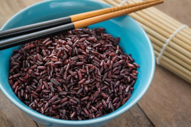 What are the health benefits of purple rice?