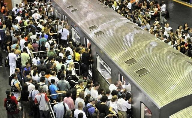 12 Mind-Blowing Pictures Of Rush Hour Commutes From All Over The World