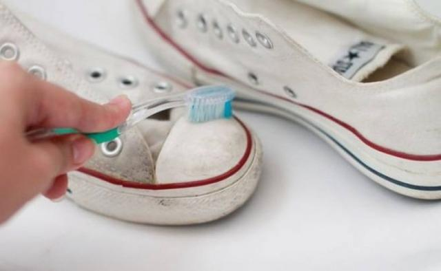 13 Unexpected but Fantastic Uses for Toothpaste You Never Knew Existed