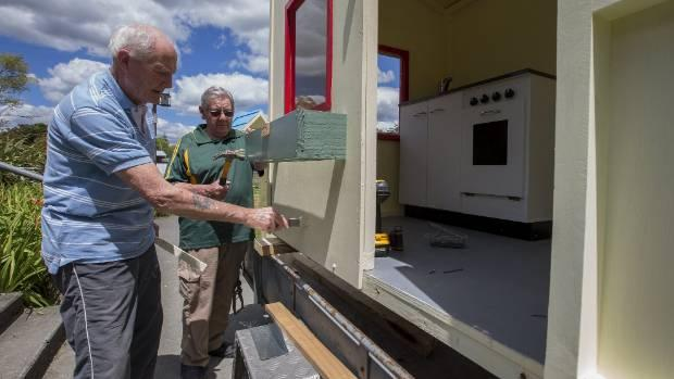 Palmerston North Menzshed produces playhouses for charity