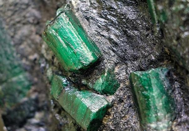 Man Goes Into Hiding Out Of Fear For His Life After Finding A Massive Emerald