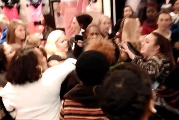 The girls fight at black Friday