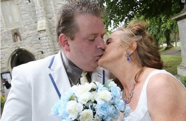 Newlyweds from the UK, 35-year-old man, married 61-year-old wife
