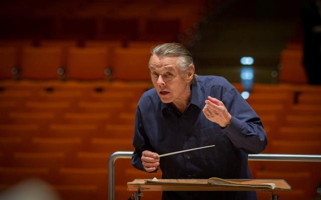 Leading conductor apologises for 'sexist' remarks