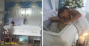 5-Year-Old Boy Hugs Mom's Coffin, Feeling Confused Why She Wouldn't Wake Up or Sleep Beside Him… So Heartbreaking