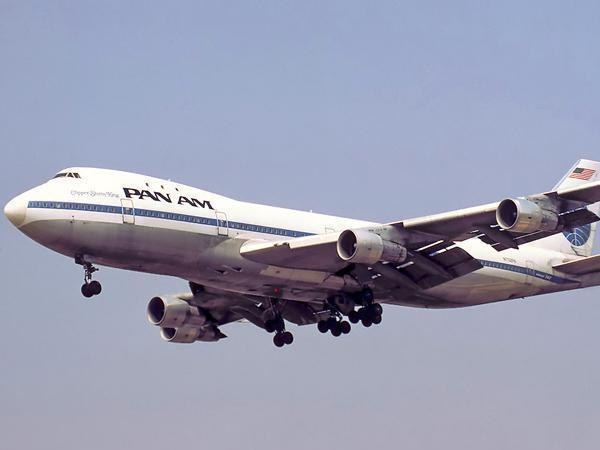 747 Flies Into the Sunset With Last Passengers