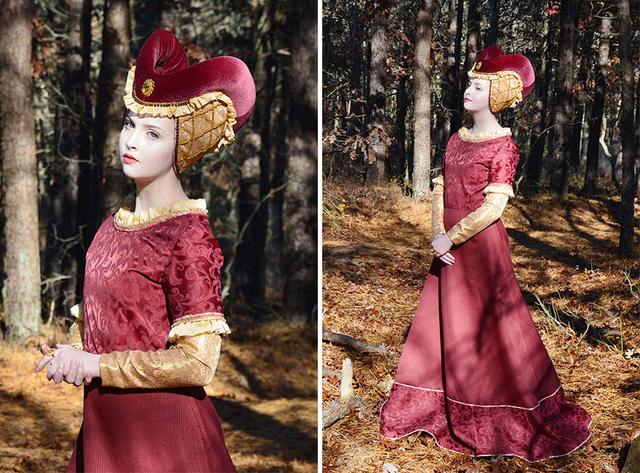 Talented 18-Year-Old Designs And Sews Dresses That Look Straight Out Of A Fairytale