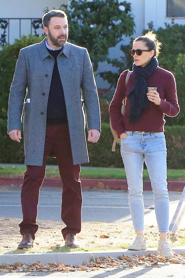 Ben Affleck and Jennifer Garner Take a Morning Stroll
