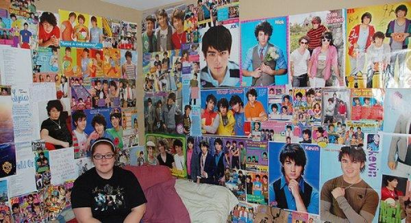 20 Fans Who Went A Bit Too Far In Their Obsession