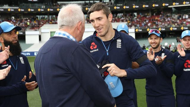 Overton handed debut as England win toss and bowl first
