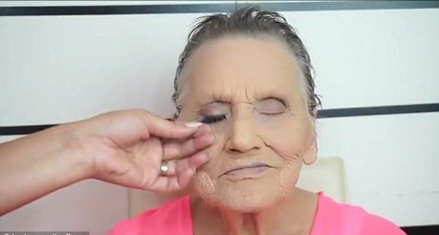 80-year-old grandmother finished makeup, did not expect actually became the Internet celebrities