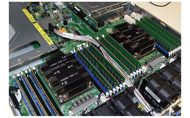 A tale of two server processors: Intel Xeon Skylake-SP and