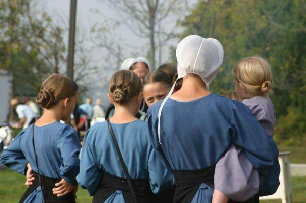 The Hidden Meaning Behind Amish Clothing Rules_国际_蛋蛋赞