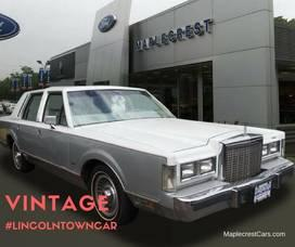 Classic Lincoln Town Car At Maplecrest Ford Lincoln 国际 蛋蛋赞