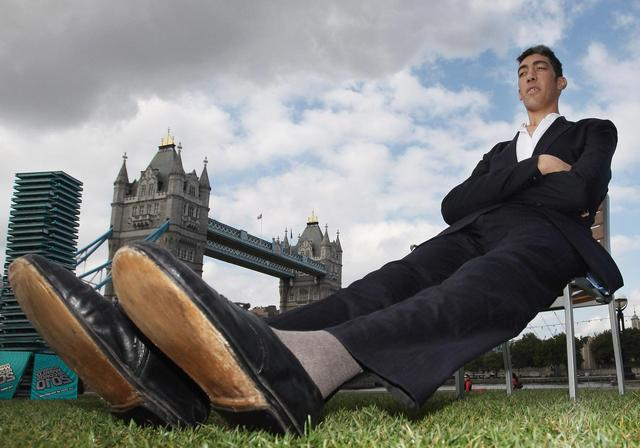 This Is The TALLEST Man In The World! You Won't BELIEVE How TALL He REALLY Is!