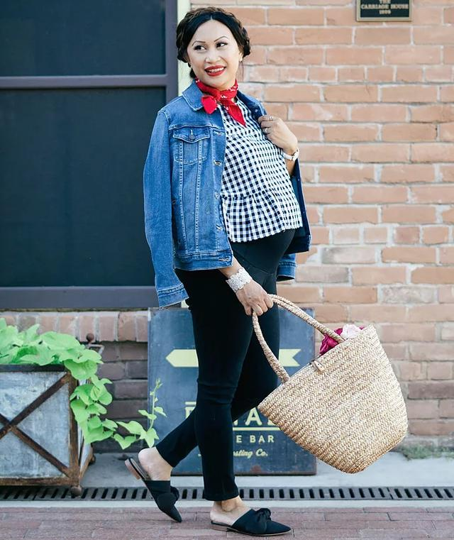 7eda27bddfae Tips on How to Wear a Jean Jacket with Any Outfit_国际_蛋蛋赞