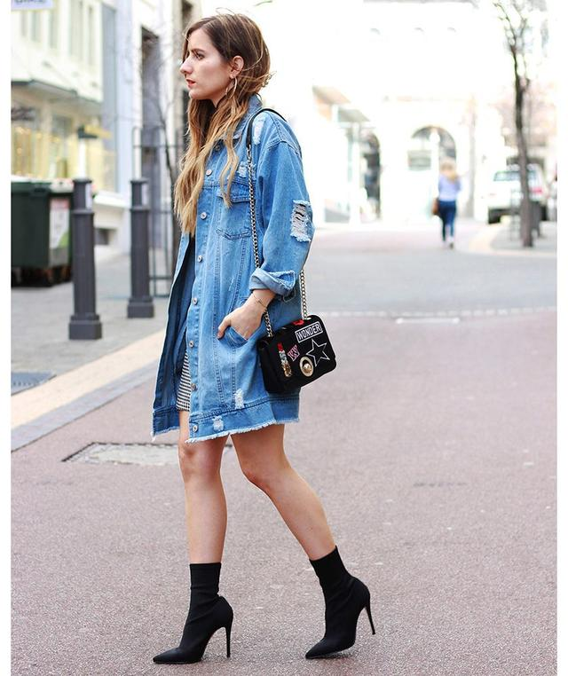 0508d12e39 Tips on How to Wear a Jean Jacket with Any Outfit 国际 蛋蛋赞