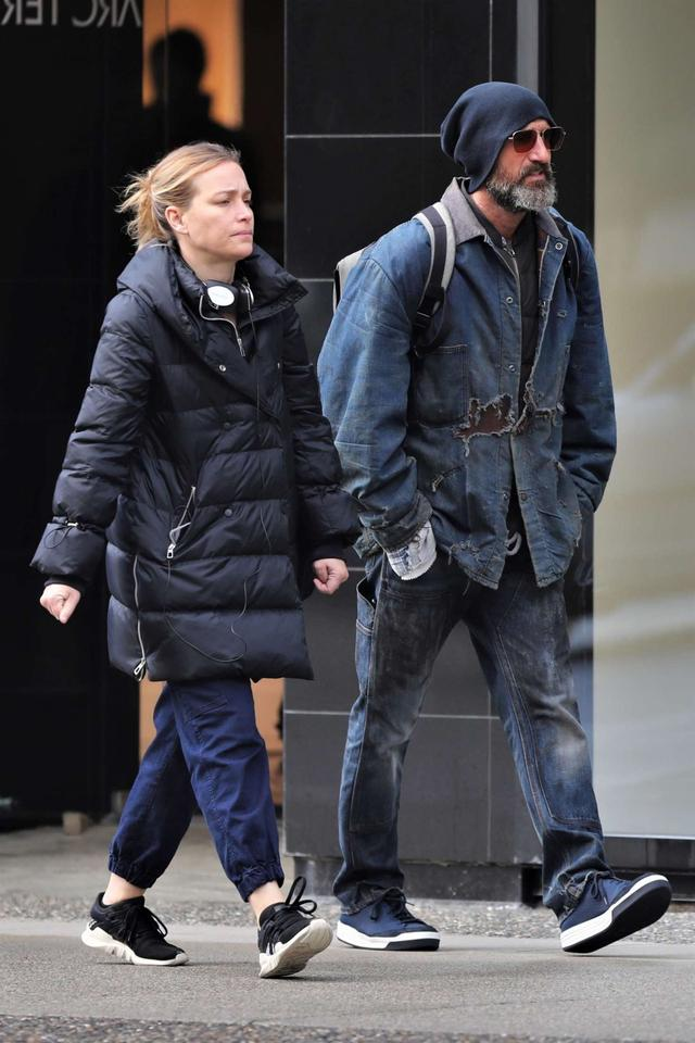 Piper Perabo out in Vancouver