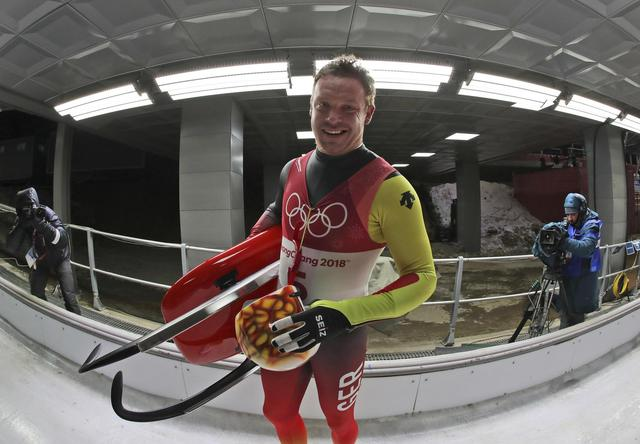 Loch leads, Mazdzer in pursuit in Olympic luge competition