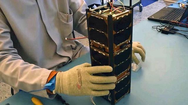 Cómo son los nanosatélites y por qué son una solución para llevar señal celular a regiones sin cobertura de celular como las que hay en América Latina