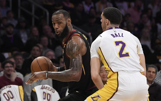Julius Randle's 36 lead Lakers past LeBron's Cavs, 127-113