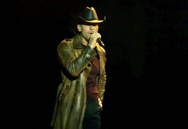 Tim McGraw collapses on stage during concert