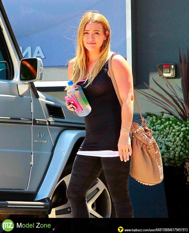 Hilary Duff leaving a pilates class