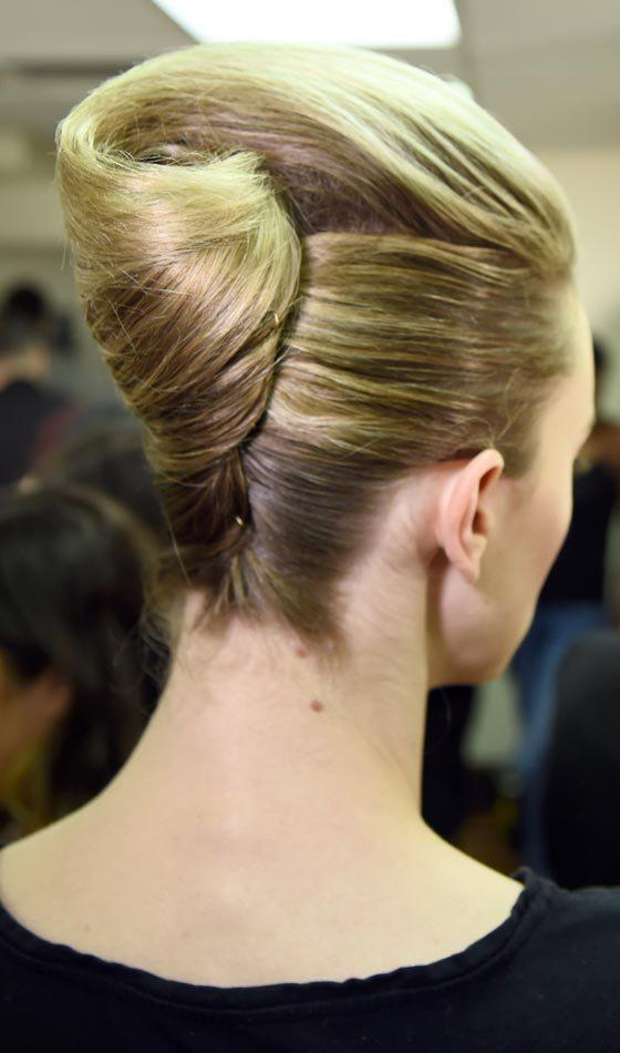 French Twist Hairstyle In Easy Steps 国际 蛋蛋赞