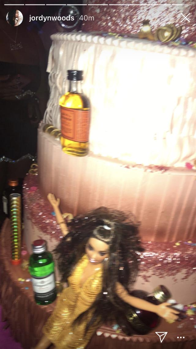 Kylie Jennerx27s 21st Birthday Cake Was A Delightfully X27