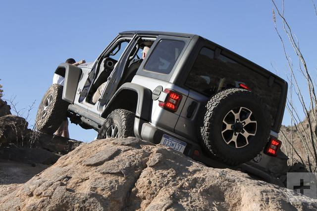 'AWD' vs. '4WD': What's the difference between the two?