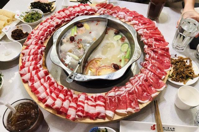 Chinese Hot Pot Chain Lands in Boston With Wheels of Meat