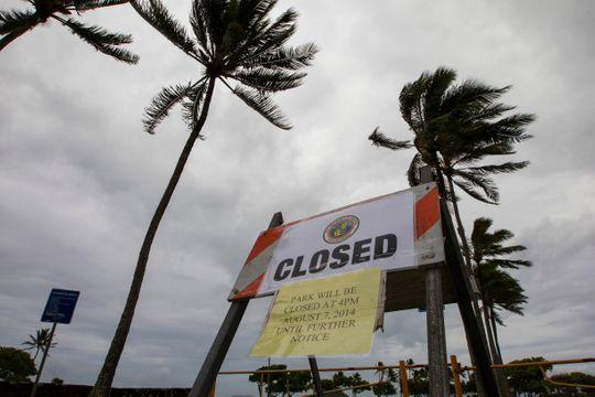 Hawaii storm brings 60-foot waves, damaging winds, power outages