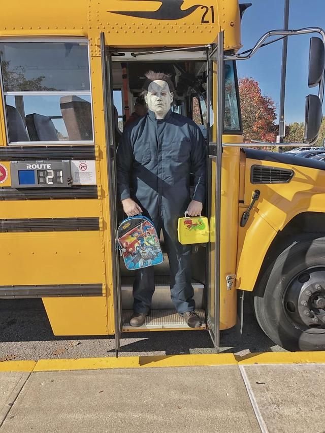 "The Teacher Turns Into Michael Myers From ""Halloween"" And Comes To School (32 pics)"
