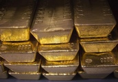 Gold Prices Fall On Strong Dollar, Rate Outlook