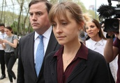 """""""Smallville"""" Actor Allison Mack Wants Permission to Work Again While She Awaits Her Sex Cult Trial"""