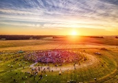 Summer solstice 2018 at Stonehenge: Thousands across UK gather to celebrate spectacle as sun rises f