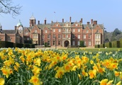 Your Guide to Queen Elizabeth II's Six Insanely Fancy Homes