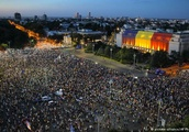 Romania: Tens of thousands protest for second night running