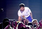 Louis Tomlinson's 2018 Teen Choice Award Win Made Fans so Happy