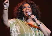 Family, fans rally around Aretha Franklin