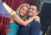 "Kelly Ripa Reveals the Amazing Moment She Knew Mark Consuelos Was ""The One"""